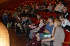 В зале ГДДЮТ на фестивале участнки и зрители